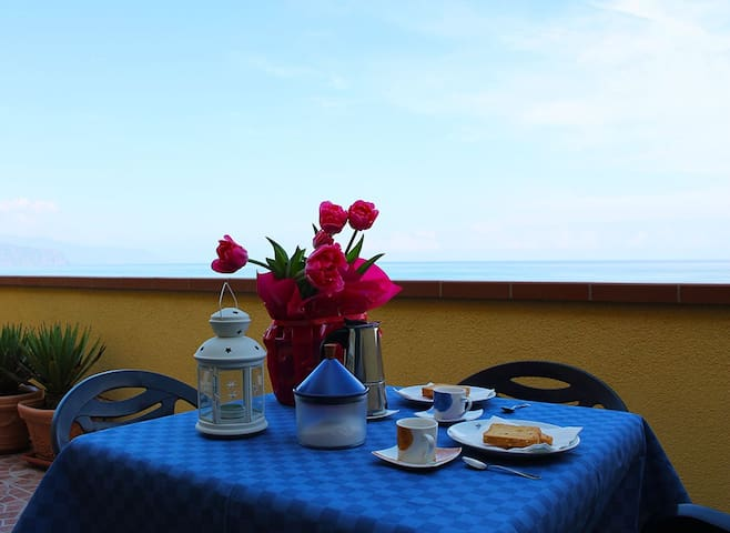 Delizioso appartamento sul mare. - Marchesana - Appartement