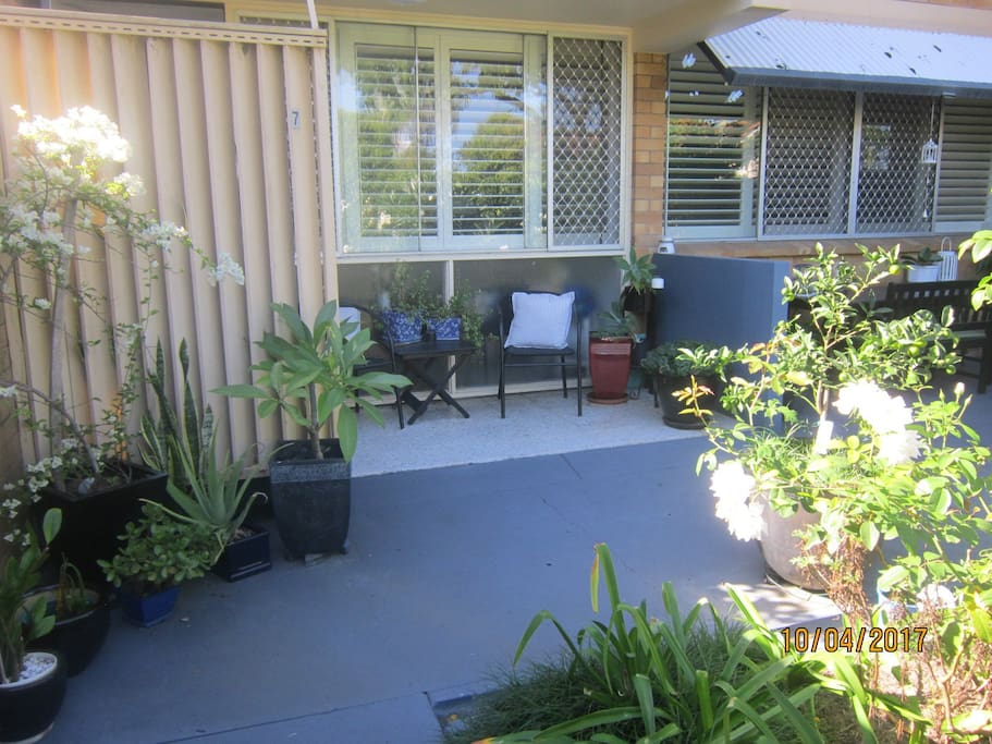 Courtyard garden apartment apartments for rent in west for Courtyard landscaping brisbane