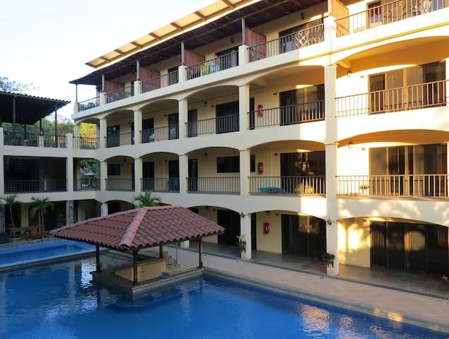 Unit 202A, Agua de Lechuga Hotel Condominium - Coco - Kondominium