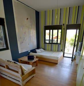 Bright apartment 500m from the sea - Porto Rafti - Haus