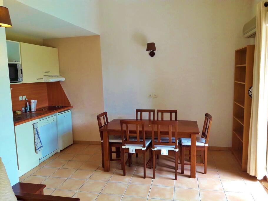 Kitchenette et salle à manger
