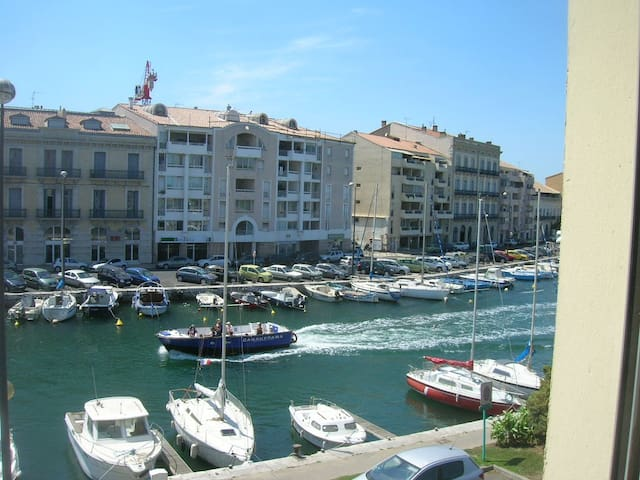 Beautiful studio with a wharf view and lift - Sète