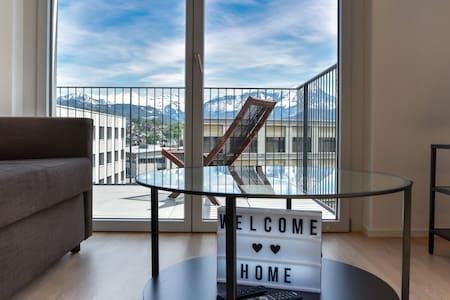 ✮Mountainview Apt✮ Netflix, balcony & view!