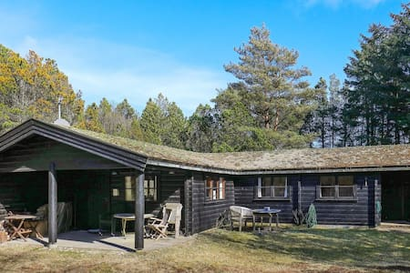 6 person holiday home in Ålbæk