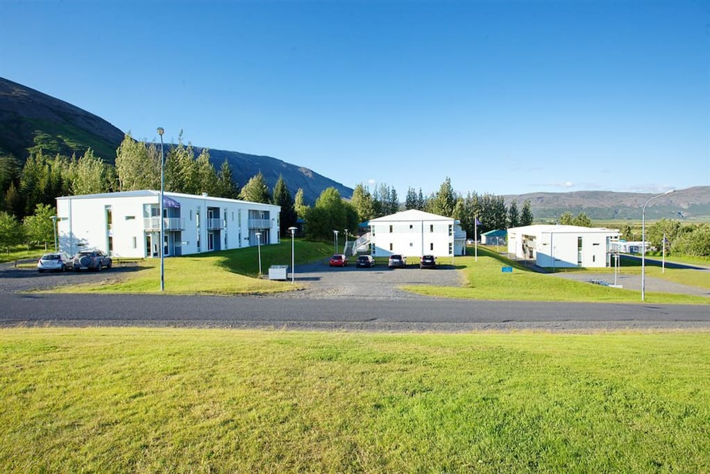 The apartment is located in the heart of the golden circle and sits by the beautiful lake Laugarvatn
