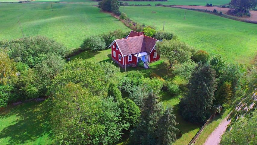 Bauernhaus mit Garten und Spielscheune Nähe Ostsee