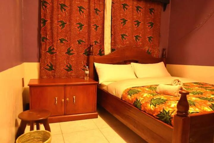AMAHORO GUEST HOUSE-SINGLE ROOM