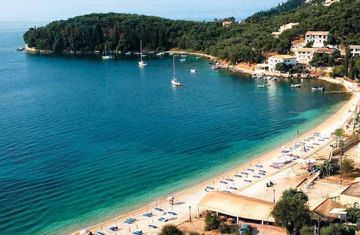 K1/PALEOPETRES KALAMI/SUPERB VIEWS/BEACH AT 200M - Kassiopi - 一軒家