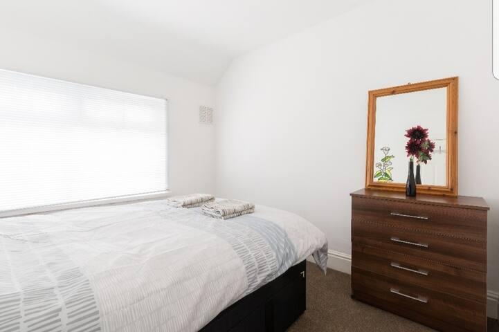 3.Doubleroom Kingsheath BHXNECNIA near city centre
