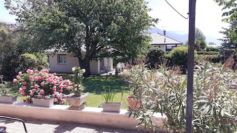 House + pool + garden located 10 minutes from Annecy