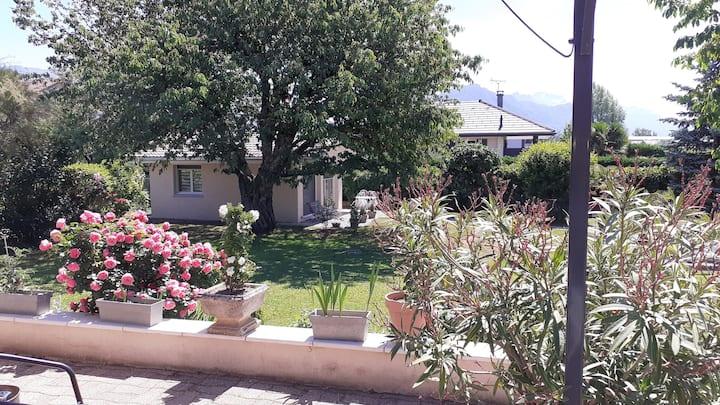Maison + piscine + jardin situés à 10mn d'Annecy