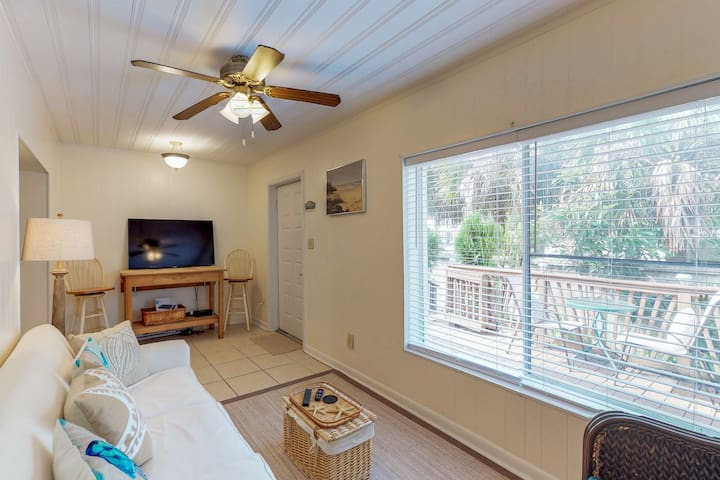 Cozy townhome w/beach access-near amusements parks & golf