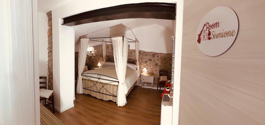 Room Sirmione-GardaBeds IlTuopostoalLagodiGarda