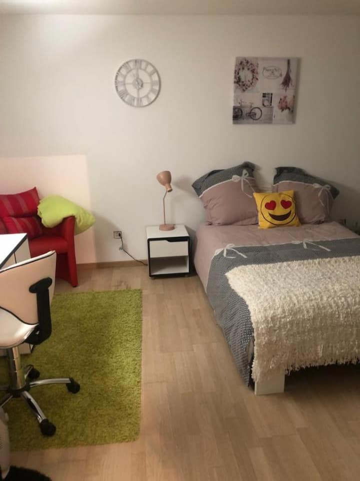 Jolie chambre meublée à louer