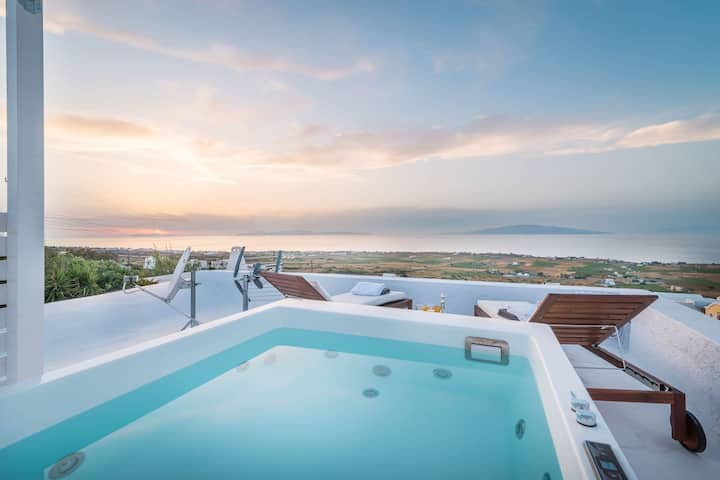 Fava Eco Suites - Master Suite with Outdoor Private Heated Jacuzzi