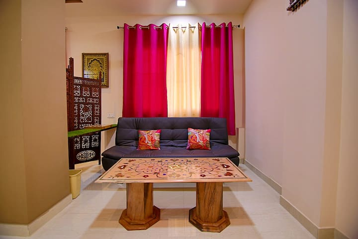 King Luxury Suite, Close to Taj in Hideout Agra
