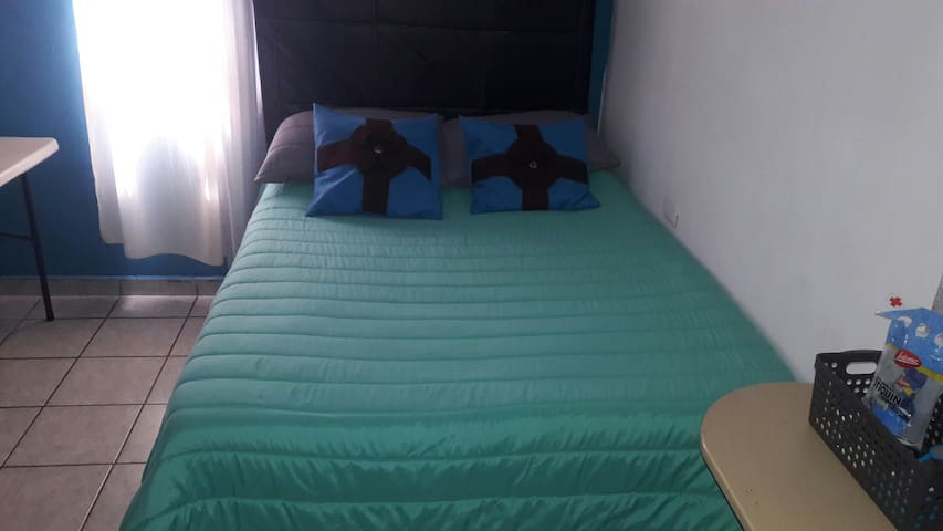 habitación sencilla para descansar.