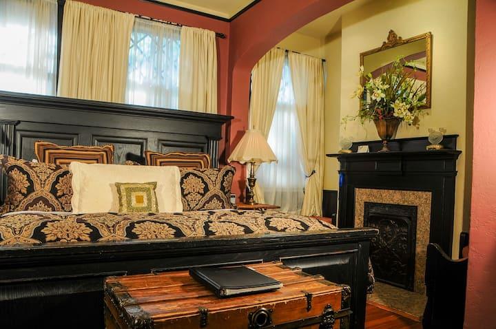 Ivy Garden - Black Walnut Bed and Breakfast Inn