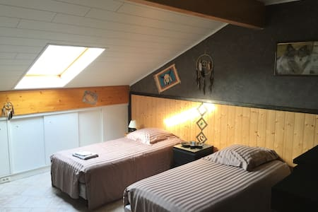 Bedroom with twin beds near Luxembourg - Rochonvillers
