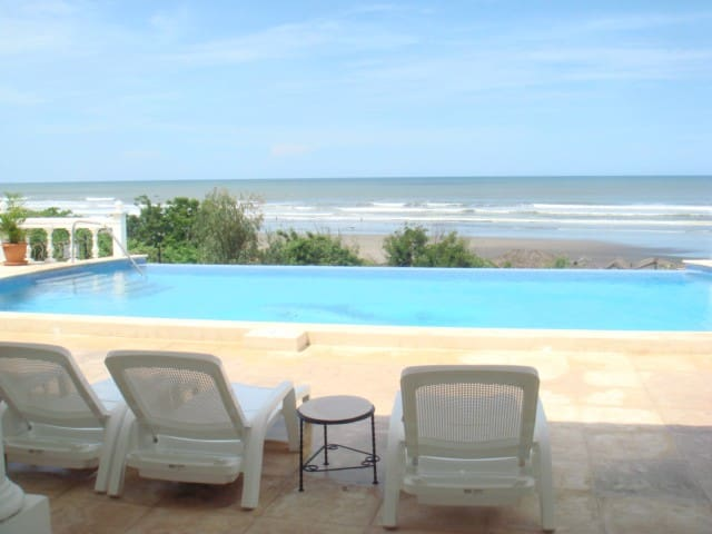 Beautiful oceanfront beach property - San Rafael del Sur - Huis