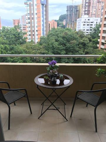 Clean 2BR Apt. in tropical El Poblado location - Medellín - Apartment