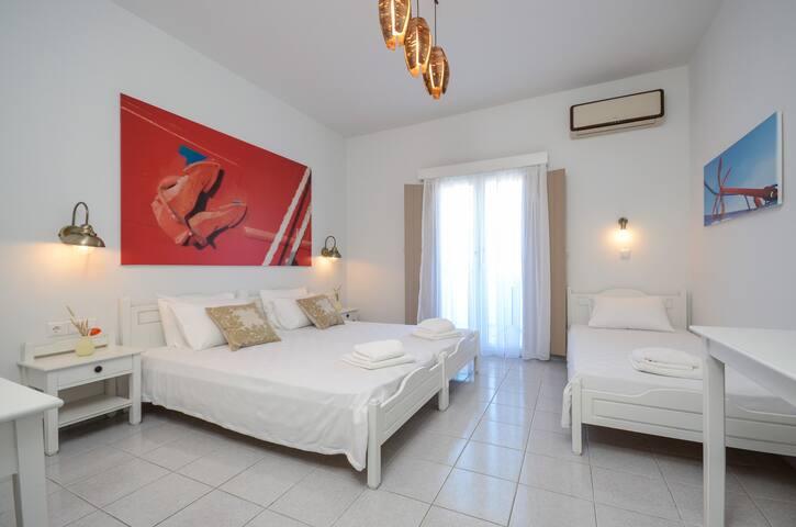 Lino Triple Room