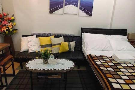 Maxine's Cozy Home @ Ermita, Manila with NETFLIX