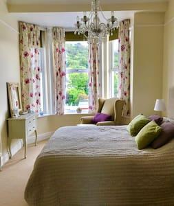 Albert Tower View  - Spacious bedroom suite