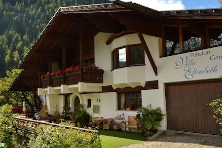 Villa Garni Elisabeth, Bed and Breakfast - Sankt Gertraud
