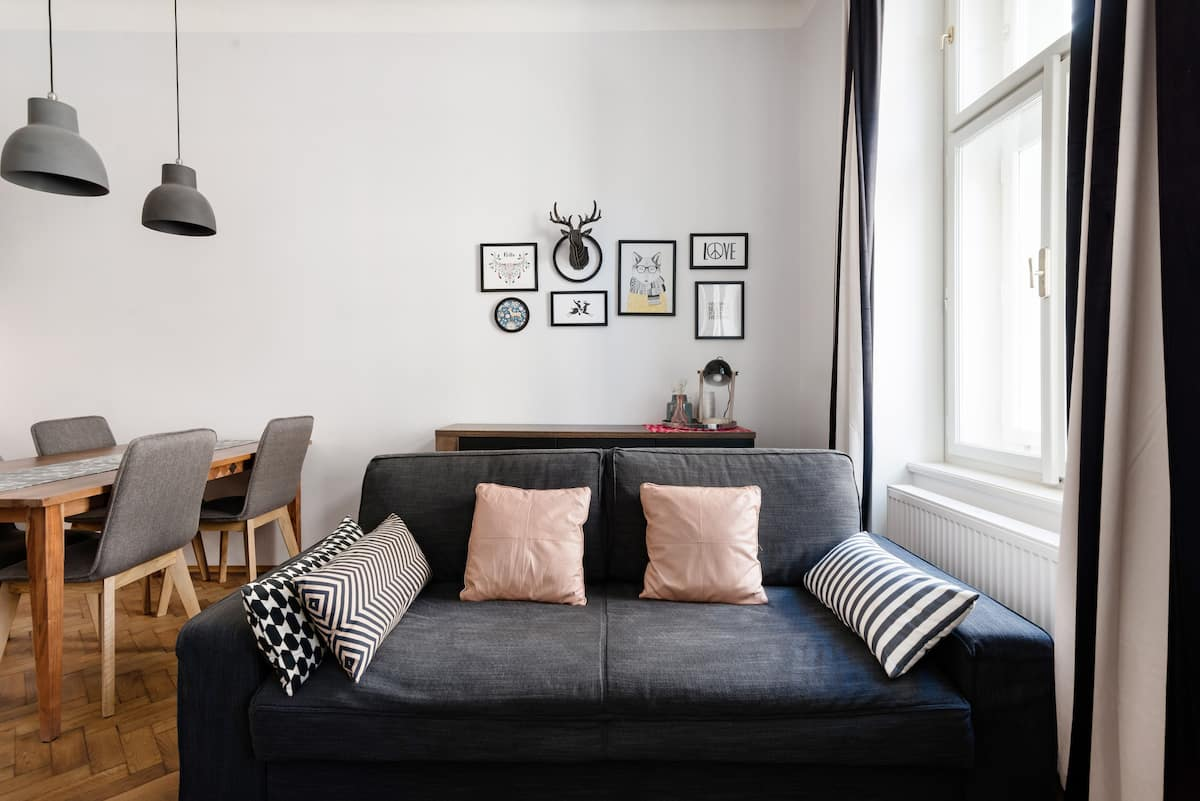 Get a Taste of the Bohemian Lifestyle at a Minimal Pad