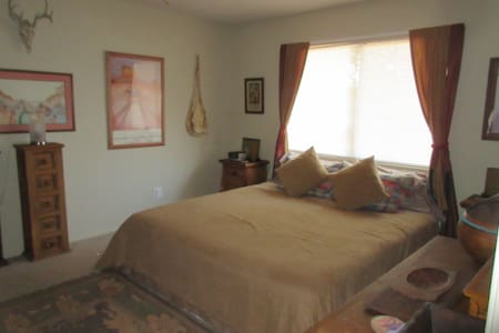 1 bd 1 ba in my peaceful southwest desert home. - Littlerock - Rumah