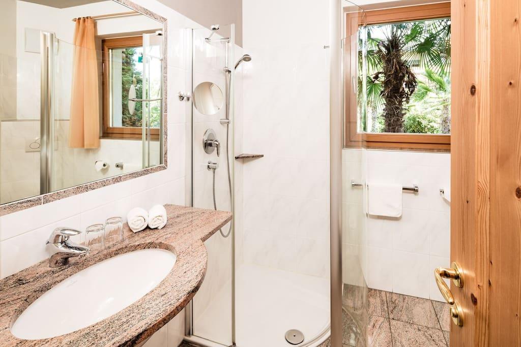 Badezimmer / bagno / bathroom