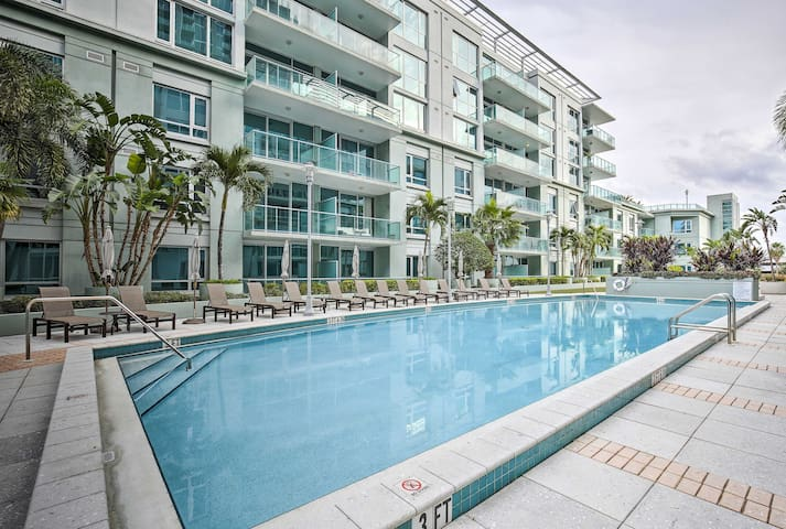 Tampa Condo w/Pool & Pvt. Patio - 1 Mi to Downtown