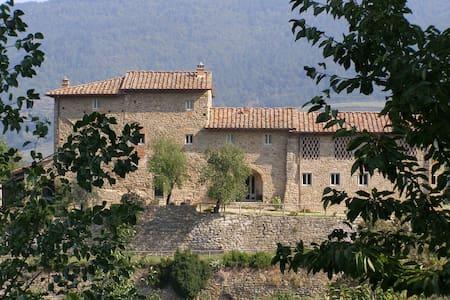 Podere Torremozza - Apt Il Nido, sleeps 2 guests - Pelago - Lejlighed
