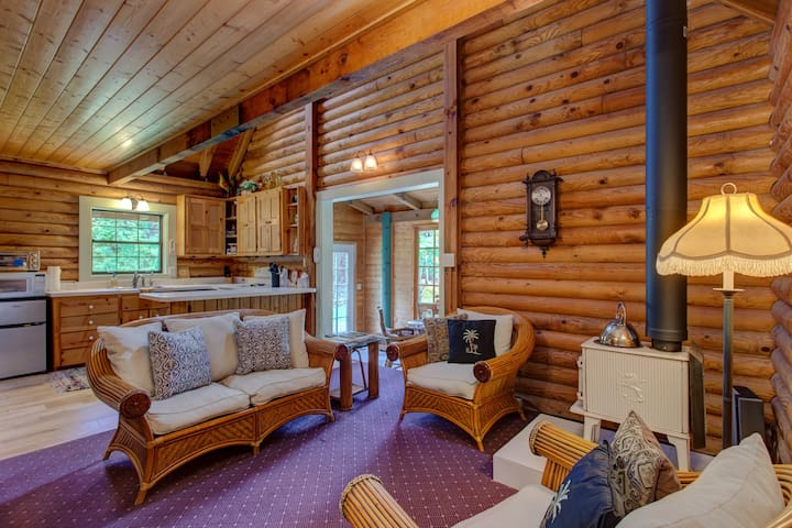 Beautiful Log Cabin on Private, Landscaped 3 Acres in Volcano, Hawaii! - The Panda House