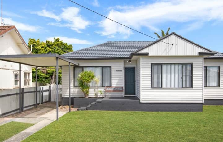 Beach cottage at Lake Illawarra