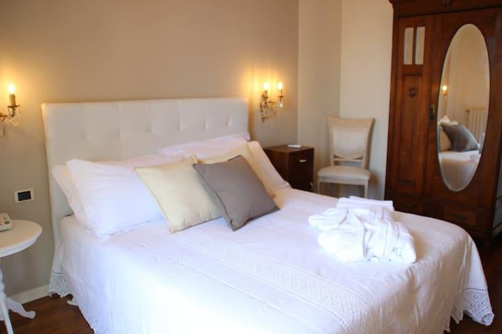 "B&B Villa Magda Novafeltria Suite ""Maioletto"" - Novafeltria - Bed & Breakfast"