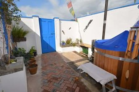 Comfy, cosy house close to town and countryside. - Ulverston - Ház