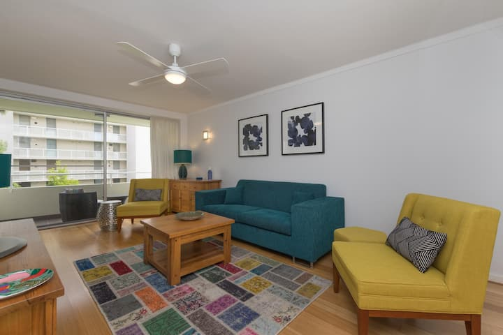Exec Apt with city views, swimming pool, parking