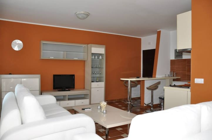 Orange Suite - El Barco, SILVER LAKE