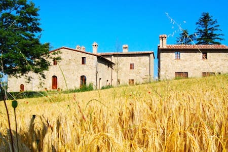 Hillside Tuscan Villa with Pool. - Roccalbegna