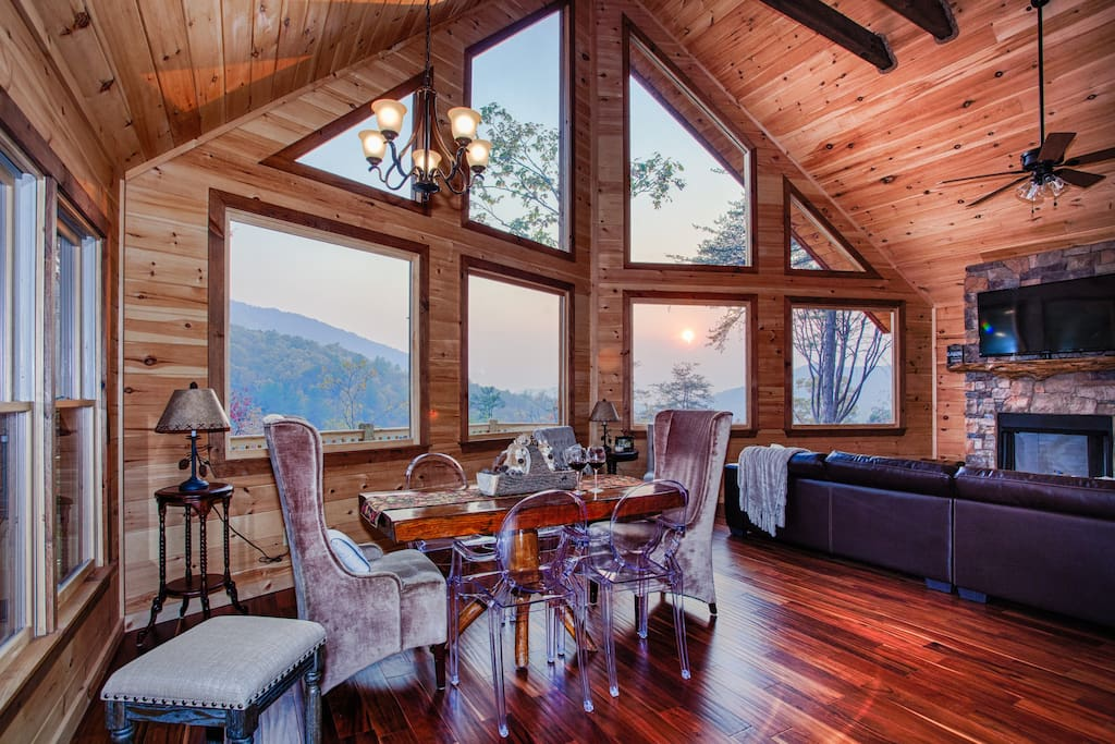 mountain top dream luxury cabin mile long view cabins for rent in blue ridge georgia. Black Bedroom Furniture Sets. Home Design Ideas