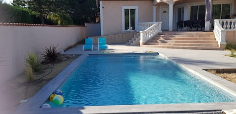 air-conditioned studio quiet private terrace and pool
