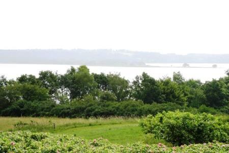 Annex + naturhytte med udsigt over Mossø og Gudenå