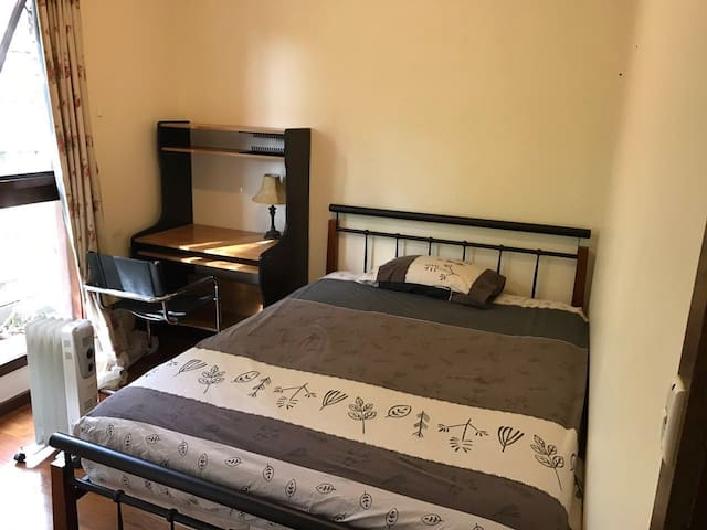 Comfortable living house bedroom 2 - Doncaster East