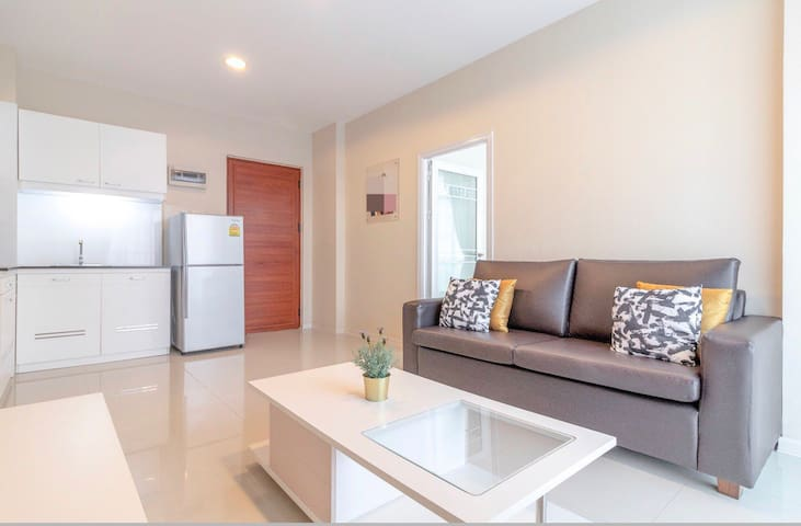 2 BR - Pattaya East with large pool (CC Condo 1)
