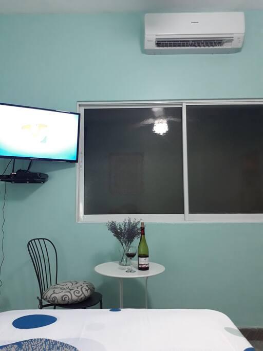 Habitación, incluye aire acondicionado, televisión satelital, internet wifi, abanico de techo.