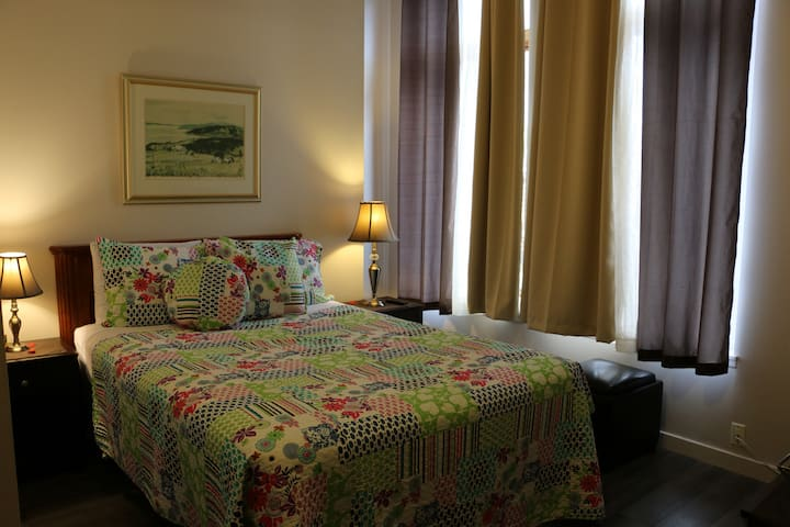 Private room with Queen bed and bathroom