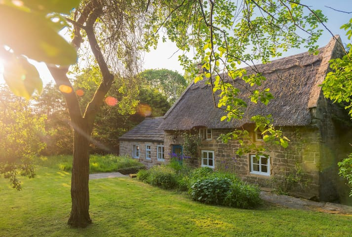 Park Cottage - Delightful thatched cottage in Baslow near Chatsworth