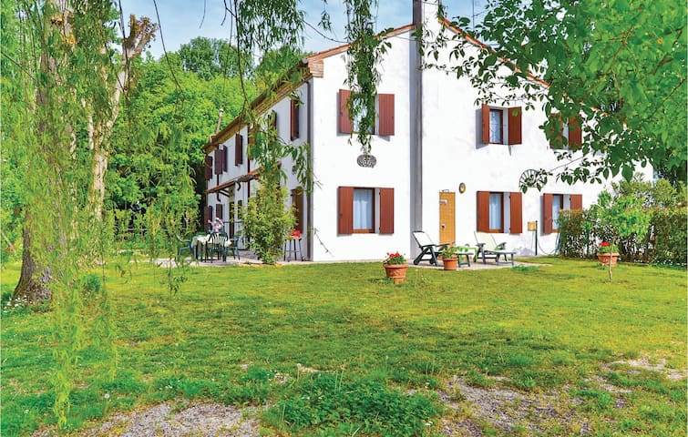 Holiday apartment with 2 bedrooms on 80m² in Torre di Mosto VE